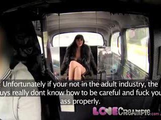 Miłość wytrysk napalone eskorta takes a load w jej tyłek na a darmowe taxi dom