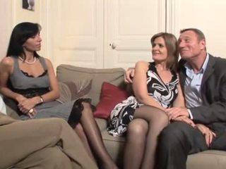 Orang peranchis milf swingers seks dengan empat orangan