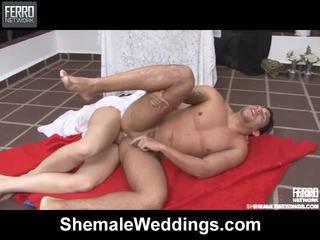Mieszać z filmiki przez shemale weddings