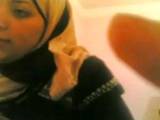 Arab tyttö gets perseestä mukaan valkoinen guy elää @ www.slutcamz.xyz