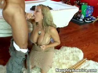Vlhké príťažlivé pornohviezda amber lynn bach hooks a powerful pole v ju steamy ústa