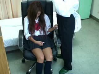 Spycam ученичка misused от лекар 3