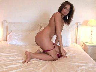 Hotty puts a milzīgs sekss tool uz viņai vāvere