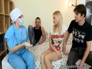 Losing të saj virginity është an e mahnitshme ngjarje dhe natali wants në bëj the më i ajo.