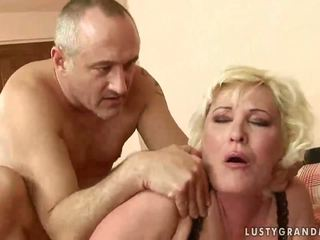 Tłusta babunia gets jej cipka rammed