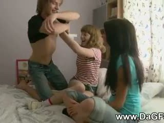 Harcore 삼인조 와 schoolgirls