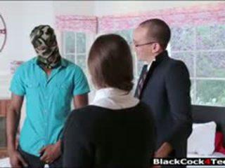 Красива брюнетка тийн amirah adara nailed от огромен черни хуй
