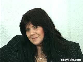 Mustanahaline juuksed küpsemad ilusad suured naised lits gets tema