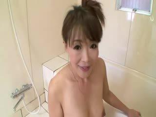 Asia diwasa in padusan sucks on jago before stimulating herself
