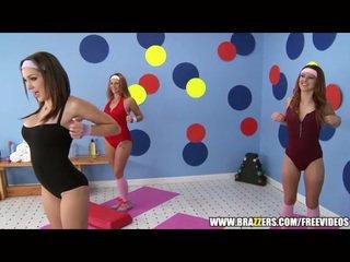 Aerobics instructor loves বিশাল বাইকের আসন