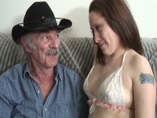 Porner premium: amator sex film cu o vechi om și o tineri vagaboanta.