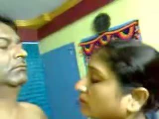 Sexy domácívyrobený indický zralý chlupatý pár pohlaví výstřik mms