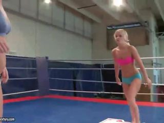 Hot teen blondes fighting