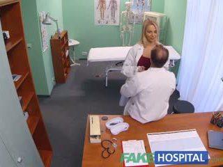 Fakehospital ny sykepleier takes double sædsprut fra kåt doktor