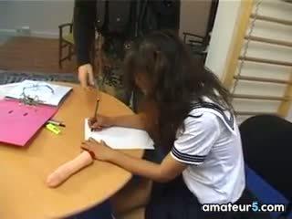 Inetu aasia koolitüdruk sisse a jõuk bang