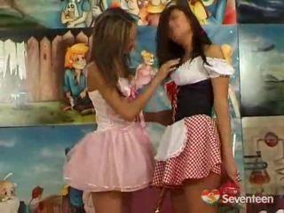 Đồng tính nữ teenagers having funtime