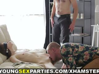 Giovane sesso parties - bendata sorpresa threeway: porno 1a