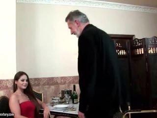 Cathy heaven enjoys sekss ar vecs vīrietis