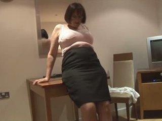Pechugona peluda madura morena en slip y corsette