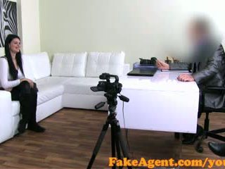 Fakeagent raven haired アマチュア talked に セックス と jizzed 以上 で キャスティング