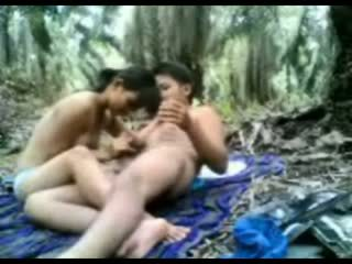 インドネシアの ティーン ファック で ザ· ジャングル