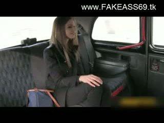 Великий titted білявка трахкав жорсткий по fake taxi driver