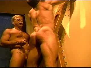 Besar bodybuilder's muscle pantat/ punggung gets an pantat/ punggung whuppin' sebagai hanya i boleh memberi ia. klip 3
