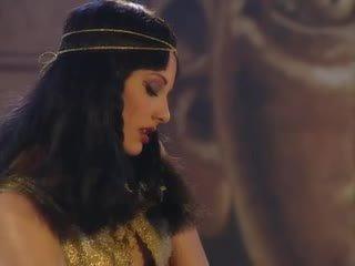 Julia taylor v cleopatra orgija scene