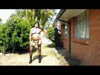 crossdresser, नीचे पहनने के कपड़ा, घर के बाहर