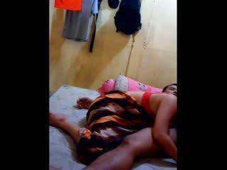 Indonesisch mieze had sie muschi licked und fingered