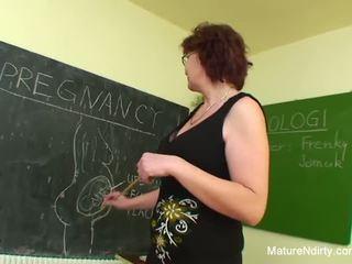 Õpilane fucks tema palju vanem õpetaja