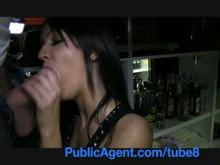Publicagent e bukur brune barmaid gets fucked prapa the bar