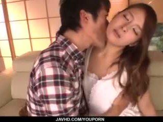 Nana ninomiya, горещ съпруга, amazes hubby с пълен порно