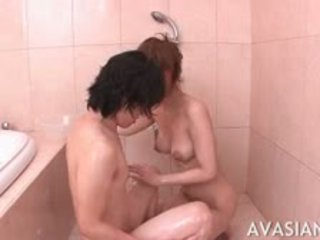 Amatir asia remaja gives slow mengisap penis selama bath