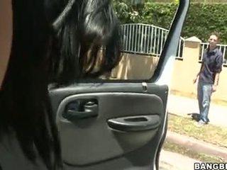 Abella anderson follando en un รถยนต์