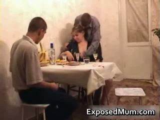 Caliente mamá seducing men a having sexo