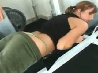 Loretta loren gets πατήσαμε στο ο γυμναστήριο