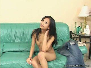 Slim sexy asiatisk jente masturbation