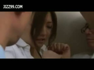 Beauty kontor dame bukkake blowjob i elevator
