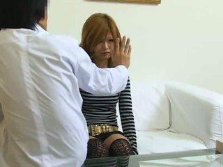 Užhipnotizuotas japoniškas mergaitė pakliuvom
