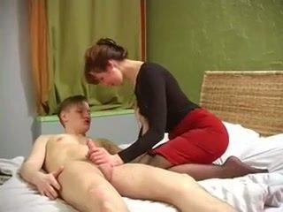 Venäläinen milf kanssa kiva muscles perseestä mukaan ei hänen poika
