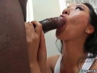 Στενός/ή κώλος ασιάτης/ισσα πόρνη takes μεγάλος μαύρος/η knob σε αυτήν στόμα