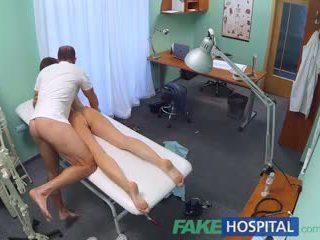Fakehospital възбуден студент gets а добър чукане от лекар