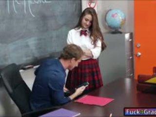 Nxënëse elektra rose qij nga mësues