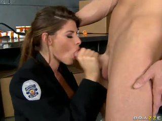 Shagging la más caliente poli nunca madelyn marie en policía estación