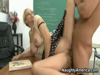 Mrs. julia ann screams si të saj student pounding të saj
