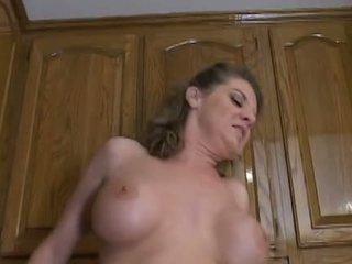 Nóng trưởng thành mẹ kayla quinn enjoys một taste của to đen con gà trống
