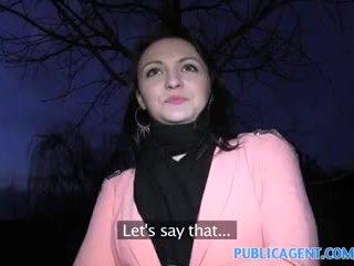 Publicagent negra haired miúda fucks para obter fake modelling contrato