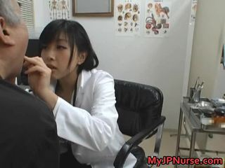 Ýapon doktor is künti for ogurtsy