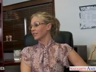 Blonde prof julia ann baise une bbc